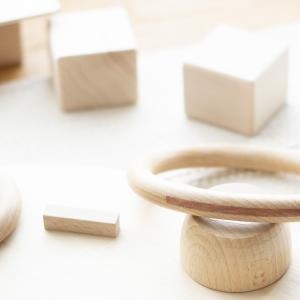 Spielzeug aus Holz für Kinder Freispiel Waldorf Montessori Natur