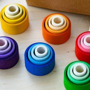 Schüsseln zum Stapeln in Regenbogenfarben Freispiel nachhaltiges Holzspielzeug für Kinder