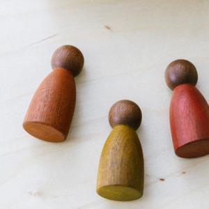 Grapat Nins dunkle Hölzer Holzspielzeug nachhaltig Freispiel