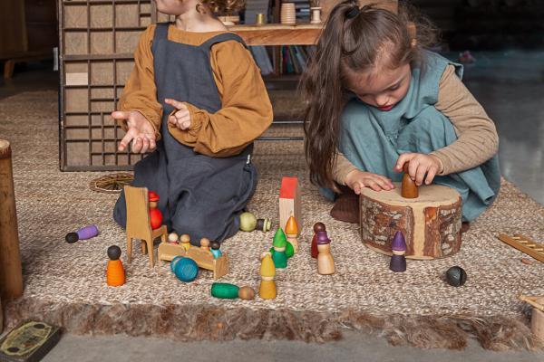 Vielfalt im Kinderzimmer, Together Grapat 2021, Holzfiguren, Freispiel, Montessori, Waldorf
